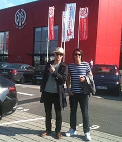 Itchy und Chino vor dem Stadion in Mainz